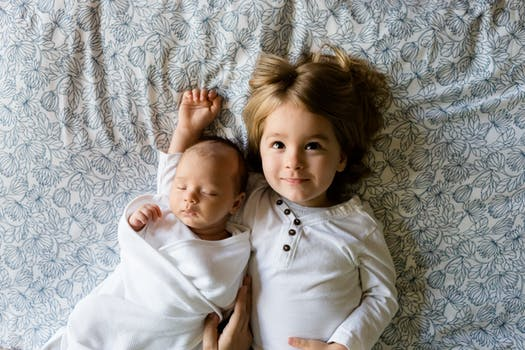 Top Tips For Introducing Your New Baby To Your Other Kids